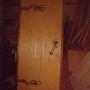 Отделка двери коваными элементами